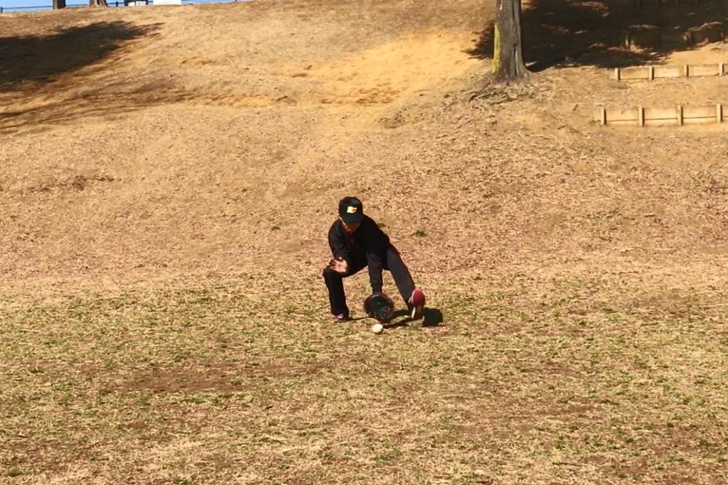 少年野球内野ゴロ捕球